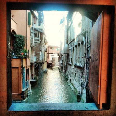 La finestrella a bologna sul canale in via piella - Bologna finestra sul canale ...