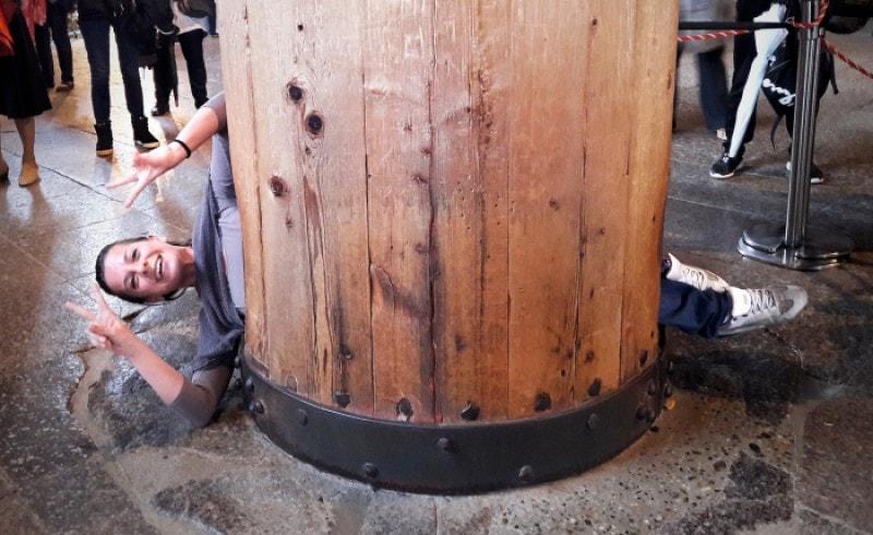 buco nella colonna Todaiji nara giappone